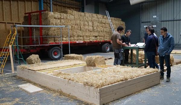 Préfabrication des caissons en ossature bois et paille